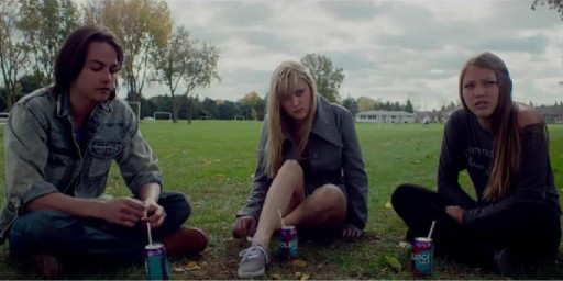 it-follows-cast-600x300